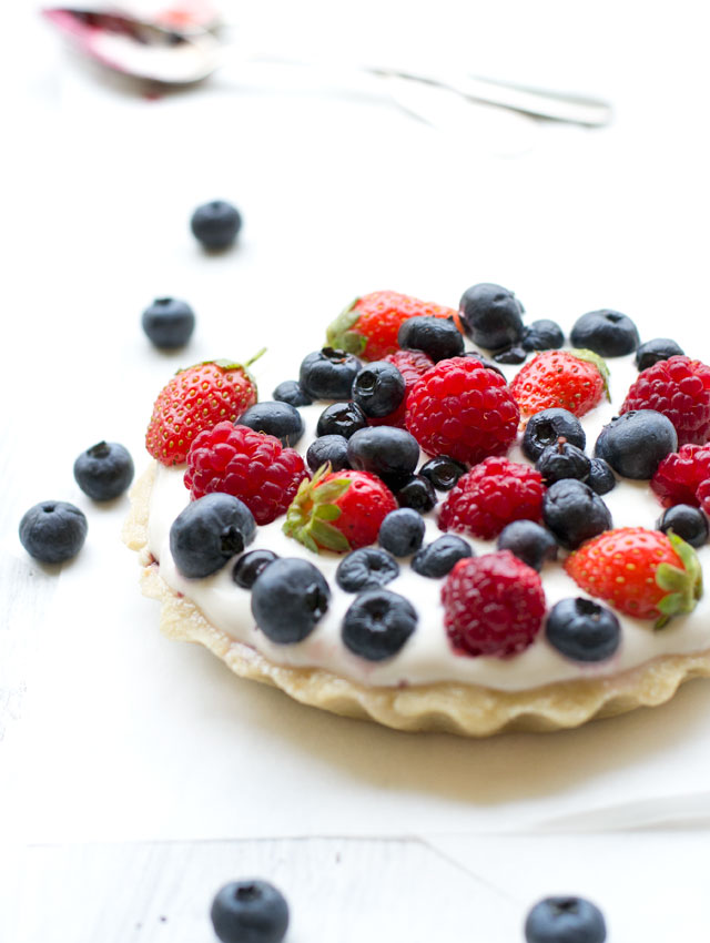 raw pie with berries