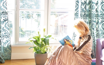 Nadia Petrova reading a book